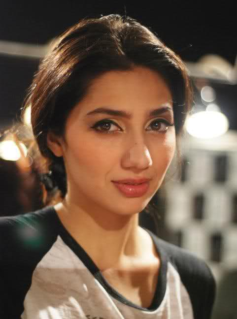Image result for Mahira Khan hd legs
