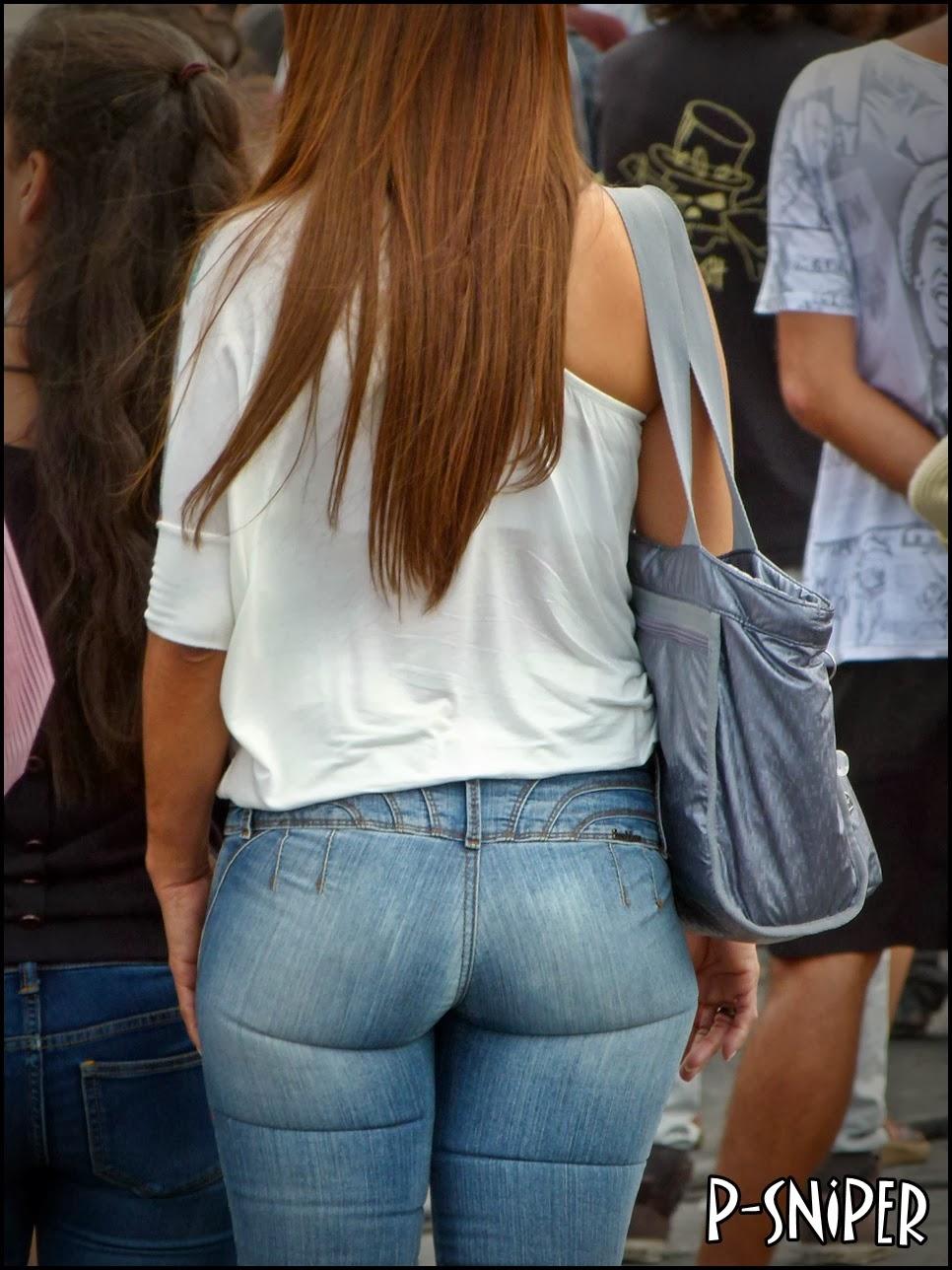 Un buen culo con un apretado pantalón azul