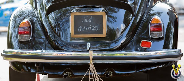 A Black Beetle with just married as a number plate