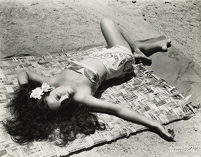 http://gmgallery.tumblr.com/post/143594345323/dorothy-lamour-publicity-photograph-for-the