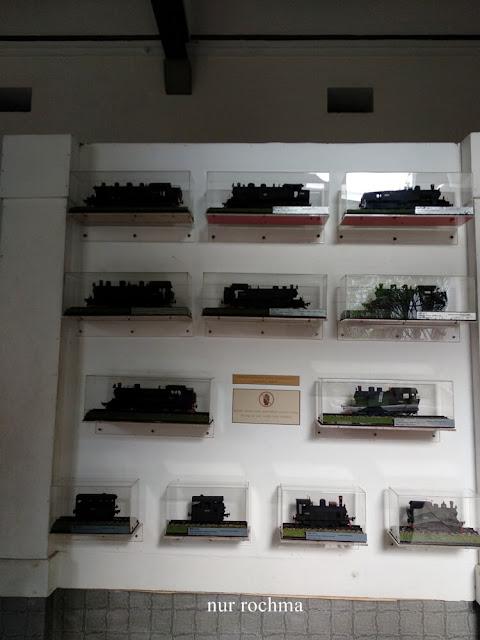 replika kereta api