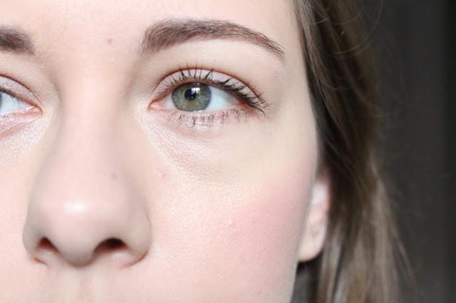 travailler ses sourcils avec le brow kit de kiss