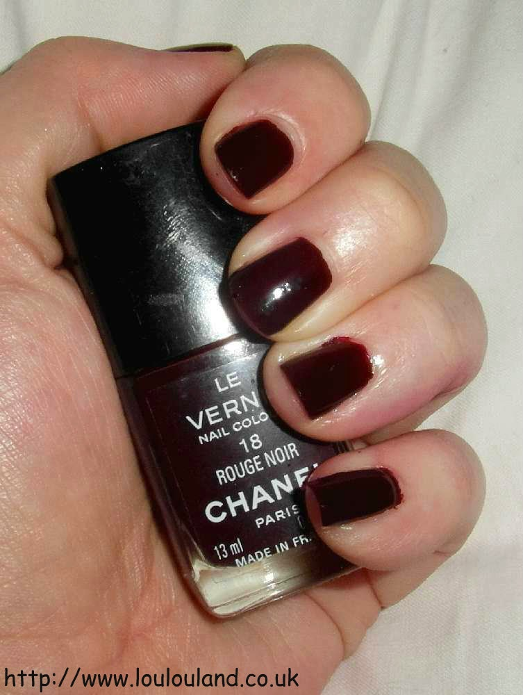 LouLouLand: An Iconic Nails Of The Day - Chanel - Rouge Noir