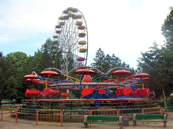 Аттракционы в Детском парке Симферополя