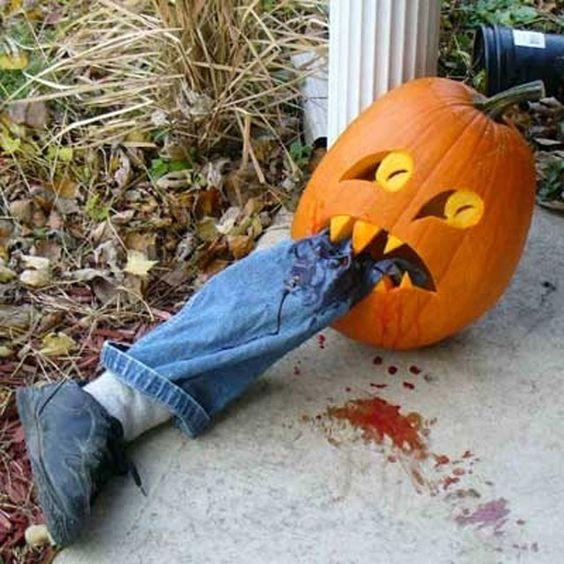 Halloween décoration citrouille jambe ensanglantée