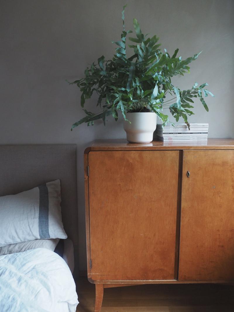 Kulta Marre ja luonnonsävyinen makuuhuone