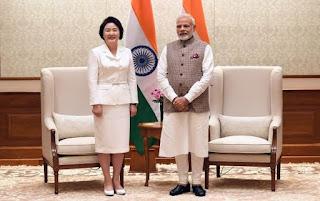 modi-met-the-first-woman-in-the-republic-of-korea