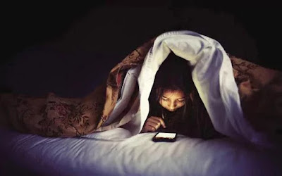 6 Reasons Not To Use Your Phone In Bed At Night