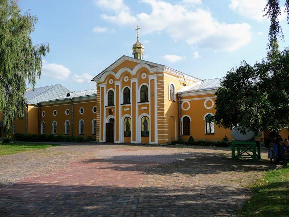 Чернігів. Єлецький монастир. Петропавлівський храм і трапезна