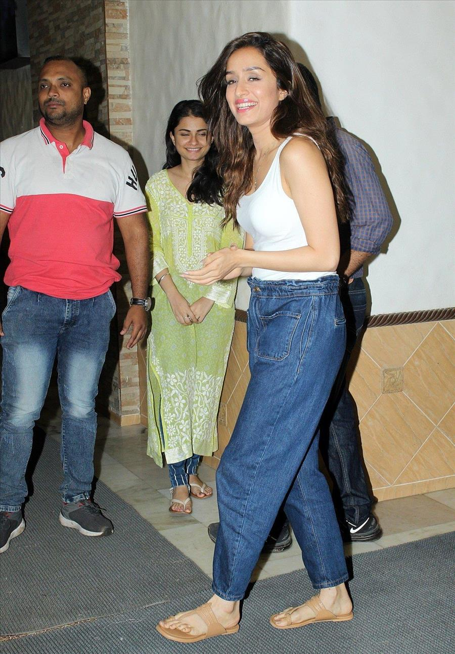 Glamorous Indian Model Shraddha Kapoor In Tight Blue Jeans
