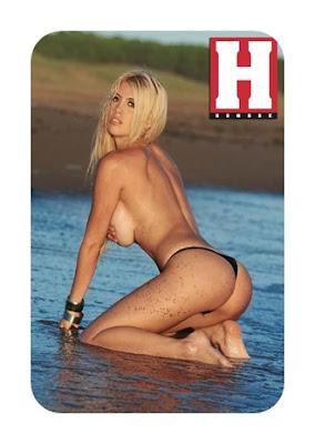 Wanda Nara rubia en topless en la playa