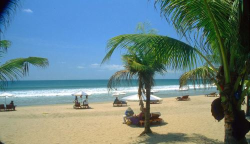 Pantai Kuta - wisata bali yang populer hingga manca negara