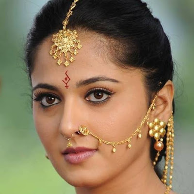 HD face Wallpaper of Anushka Shetty