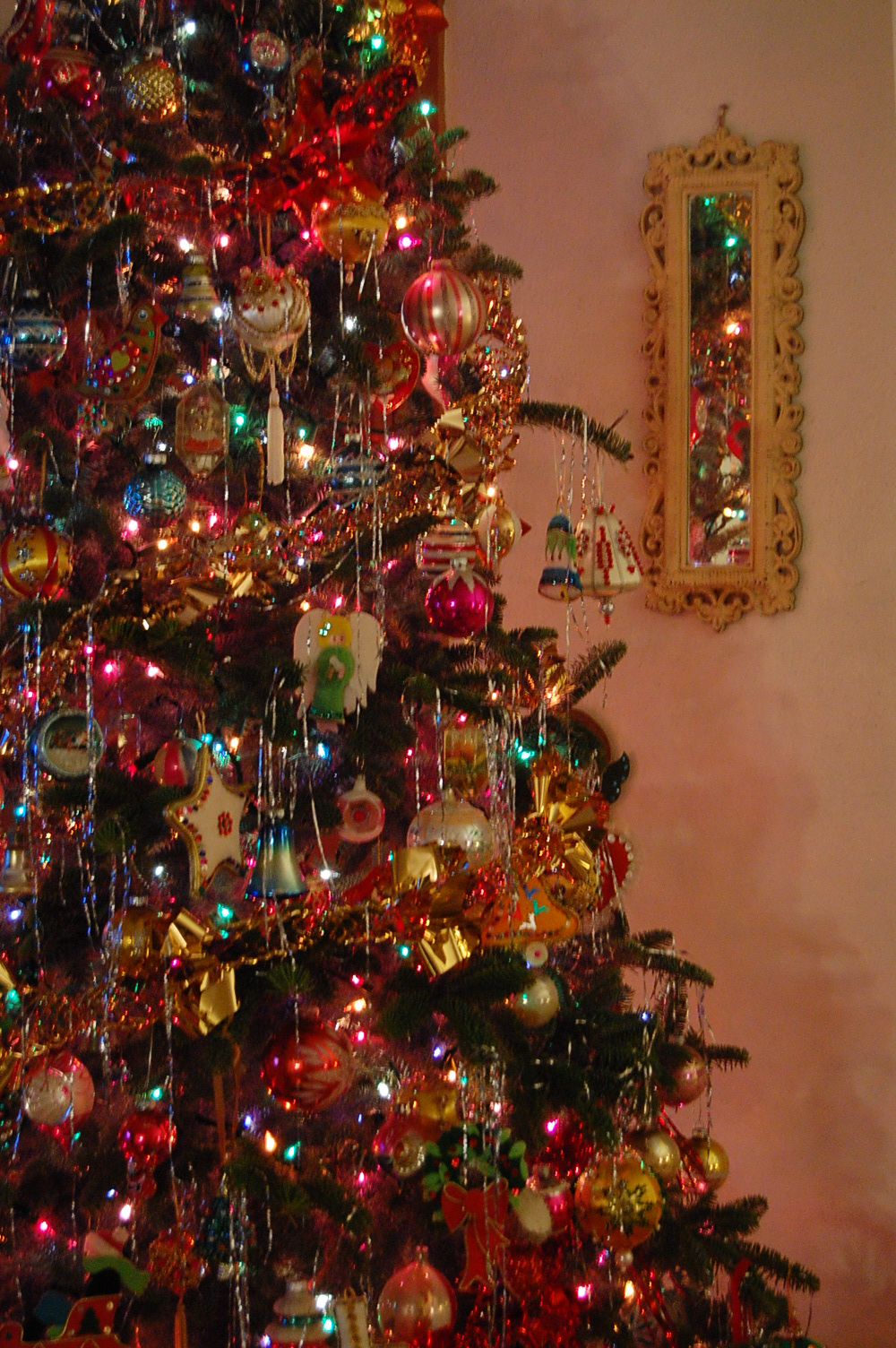 farmhouse life decorating our christmas tree. Black Bedroom Furniture Sets. Home Design Ideas