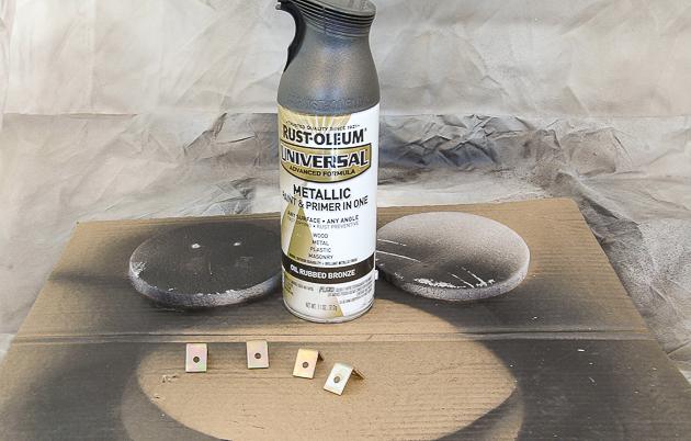 Spraying hardware for DIY photo clipboard