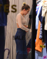 Miley Cyrus, shopping in SoHo NYC