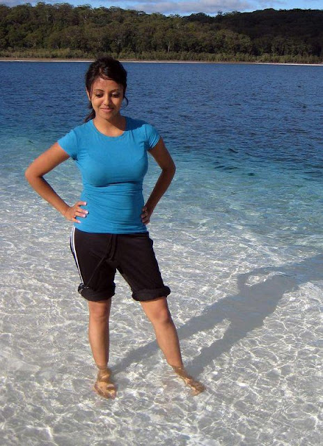 Beautiful-Indian-Bhabhi-At-Beach