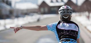Los brazos son los intermitentes del ciclista