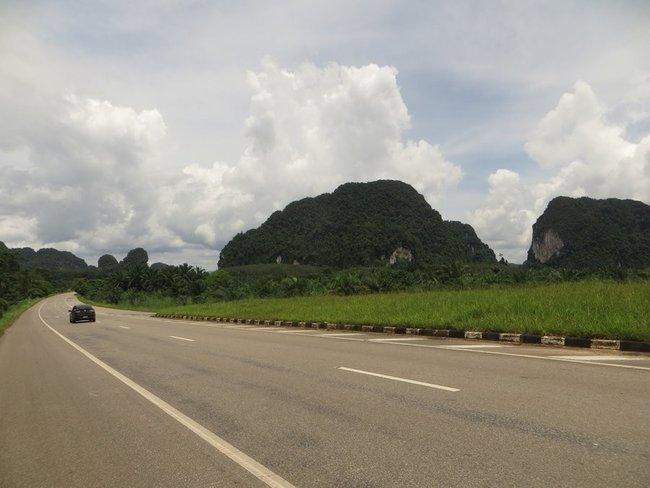 Дорога вдоль гор Таиланд, провинция Краби