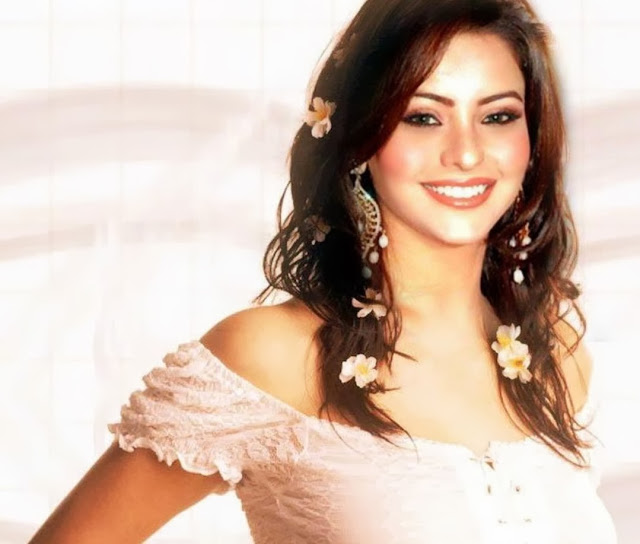 CELEBRITIES HD WALLPAPER DOWNLOAD: Aamna Sharif HD