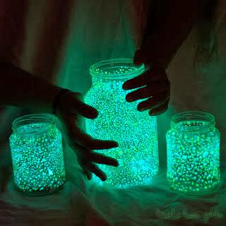 Fatto in casa: Creare bellissime lampade fluorescenti utilizzando barattoli di vetro