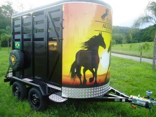 Reboque para cavalos