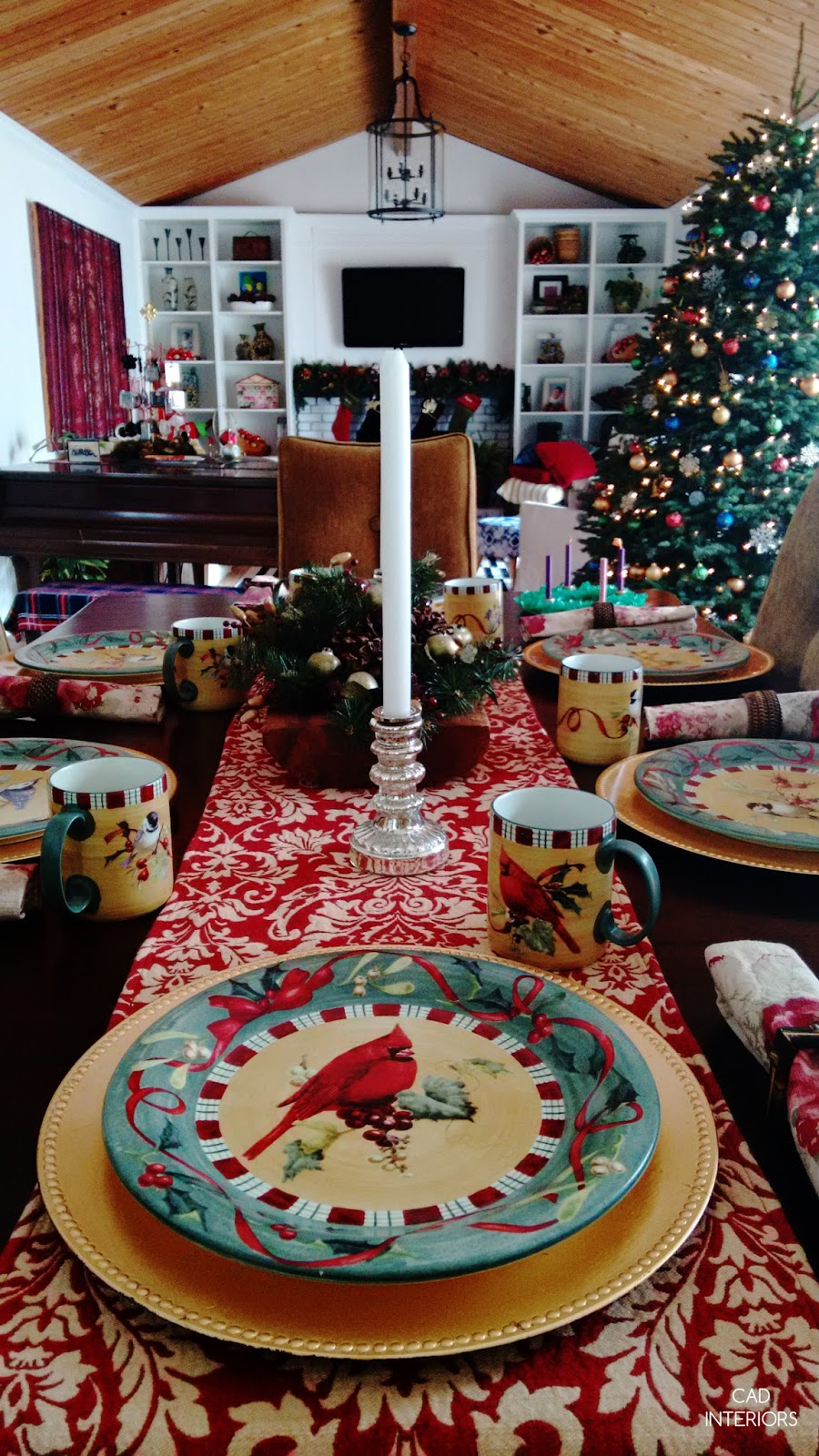 Christmas holiday decorating traditional classic Lenox chargers dishes tablescape