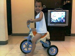 fakhri sudah bisa naik sepeda roda tiga nurul sufitri blogger bukalapak cara mudah tips mengejari anak bersepeda
