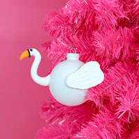 http://www.akailochiclife.com/2016/11/diy-it-flamingo-and-swan-pool-float.html