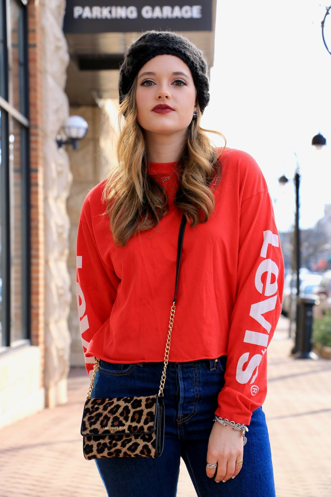 Nyc fashion blogger Kathleen Harper wearing a Levi's street style outfit