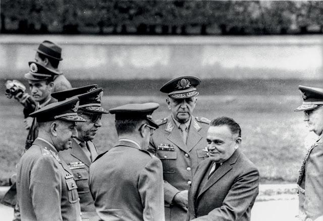 O Dia que Durou 21 Anos: Castelo Branco, sem quepe, articulador e primeiro presidente do regime militar no Brasil.