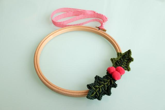 Bastidor-corona-navidad-ganchillo
