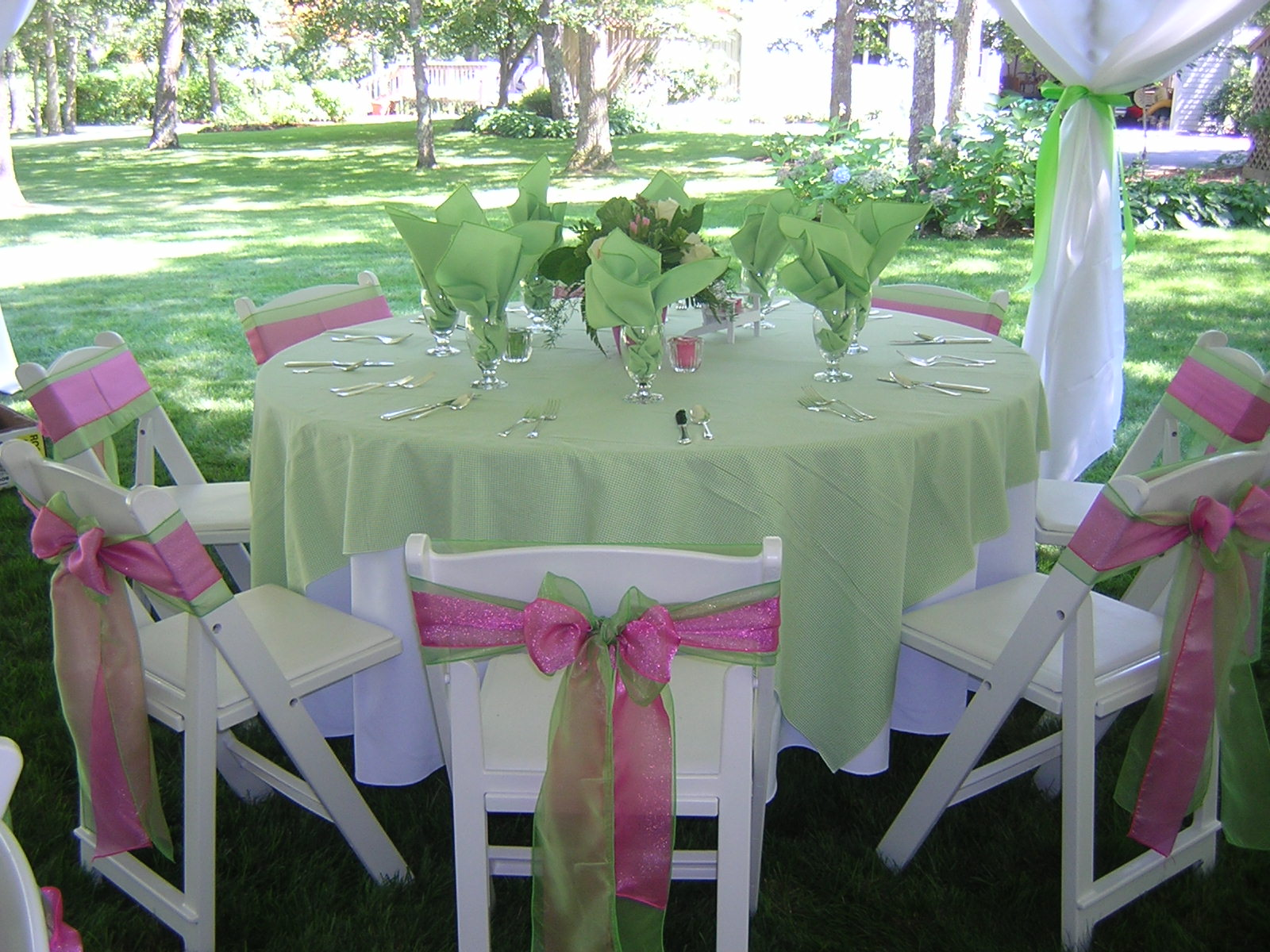 Decorating Your Wedding Tent-Cool, Beautiful, And