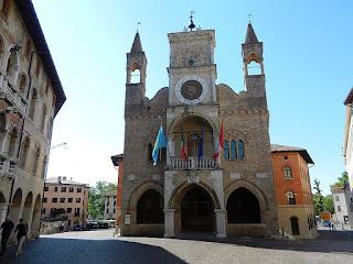 Pordenone's elegant town hall, Palazzo Communale