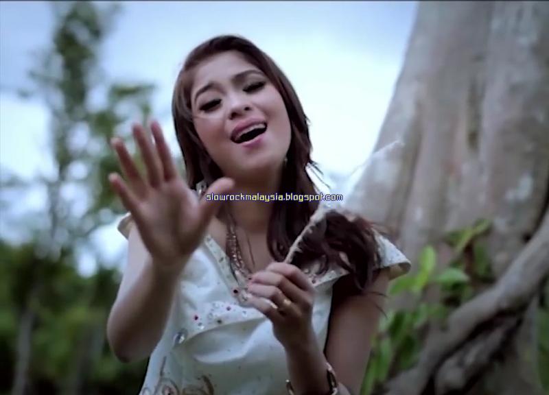 http://slowrockmalaysia.blogspot.co.id/2016/07/kasih-tinggal-kenangan-elsa-pitaloka.html
