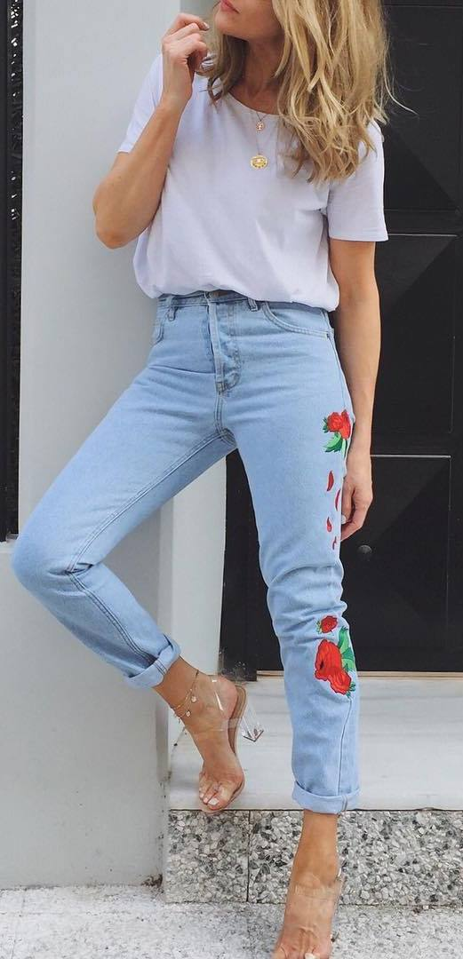 street style addiction: t-shirt + printed jeans
