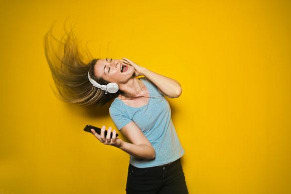 ketika era kaset dan cd mulai ditinggalkan 7 Aplikasi Musik Online Gratis Terbaik untuk Android dan iPhone 2019