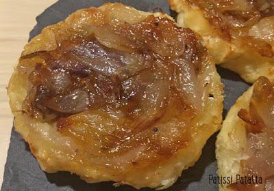 recette de Tatin d'oignons, tartelettes Tatin aux oignons, oignons nouveaux, Tatin aux oignons, tartelettes aux oignons, entrée facile à cuisiner, végétarien, Tatin végétarien, patissi-patatta