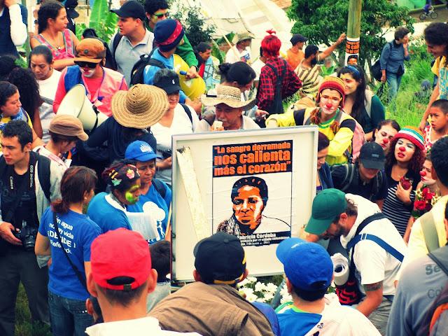El presente material es una memoria auditiva y fotográfica del Carnaval Comunitario por la vida digna y la defensa del territorio realizado en la ciudad de Medellín – Colombia, el 30 de junio de 2013.