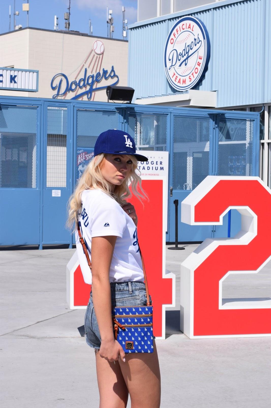 Baseball, mlb, dodgers, LA dodgers, itfdb, dooney and bourke, dooney & bourke, Dooney and bourke mlb bag,  MLB dodgers crossbody, dodgers purse, la purse, baseball fan, blue, dodgers stadium