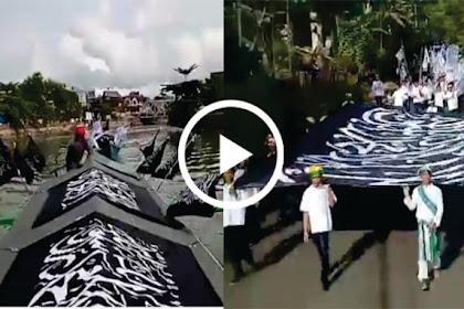 Subhanallah.. Video Panji Rasulullah Raksasa Diarak di Jalan-jalan dan Pantai Kota Baubau Dengan Perahu