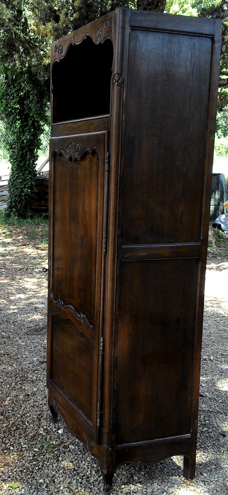 ancien meuble armoire bonneti re pieds coquille a niche homme debout. Black Bedroom Furniture Sets. Home Design Ideas