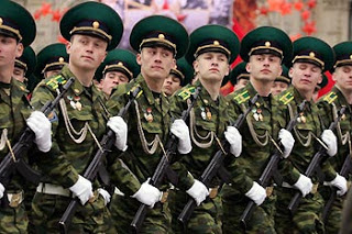 Tentara Rusia Sedang Berbaris - Sekitar Dunia Unik