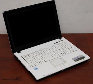 Jual Laptop Axioo Neon M72SR Second
