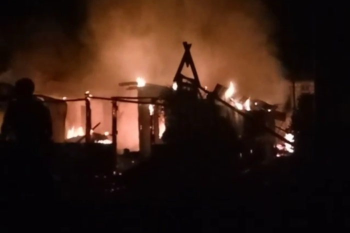 BREAKING NEWS: Kebakaran di Ponre, Satu Rumah Ludes Dilalap Si Jago Merah