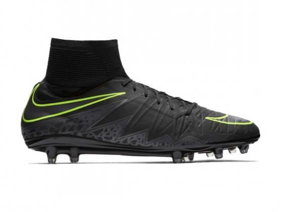 Sepatu Bola Terbaru