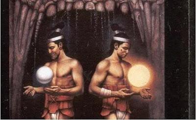 Los gemelos Hunahpú e Ixbalanque, tras derrotar a los dioses del inframundo, y convertidos en el Sol y la Luna