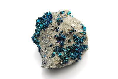 Cristales de calcopirita sobre dolomita muestra