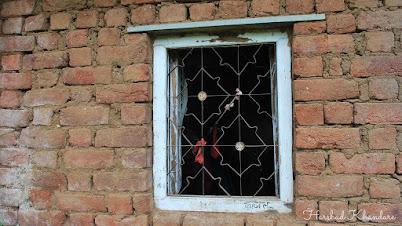 छोटेखानी घराची खिडकी