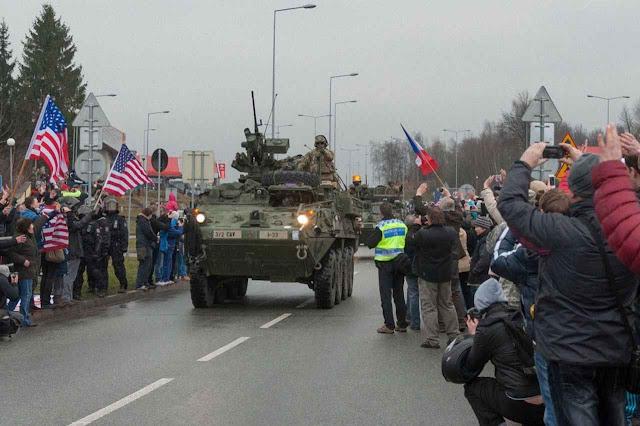 Checos dão as boas-vindas a esquadrões blindados americanos